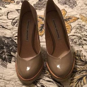 $$ Chinese Laundry Hipster Heels Taupe Patent-NWOB